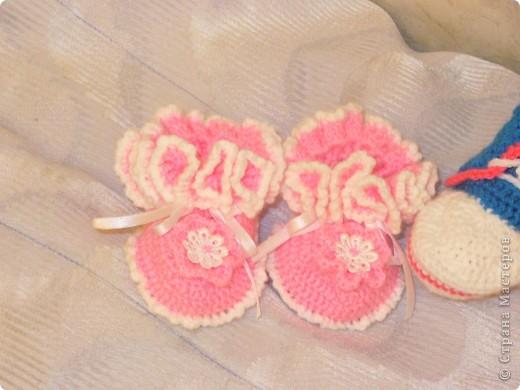 Вот такие пинетки у меня получились, у трех знакомых скоро будет прибавление - один мальчик и две девочки :)))) фото 2