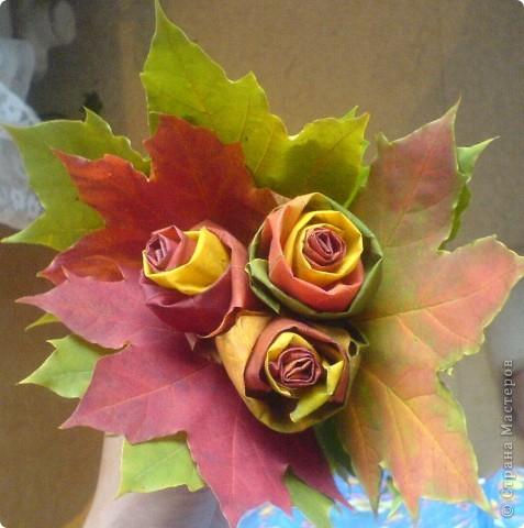 букетик из листьев