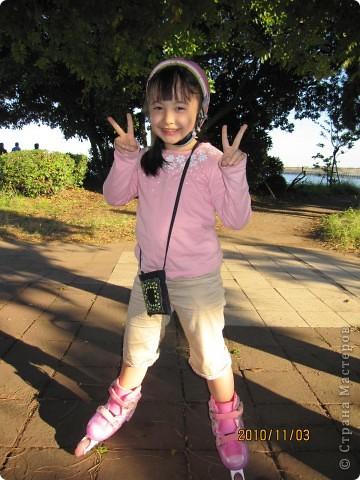 Надумали мы пойти в парк,который находится недалеко от Токийского залива. Там растет очень много сосен. В прошлом году мы там насобирали очень много шишек. Собрались на охоту и в этот раз. фото 19