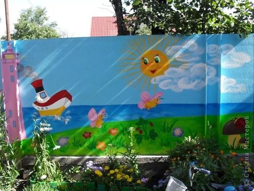 Ну вот, наконец-то у меня появилось время поделиться с вами своими работами. Летом решила крестнику сделать подарок, детская площадка у него уже была, а вот над забором я немного потрудилась...  фото 4