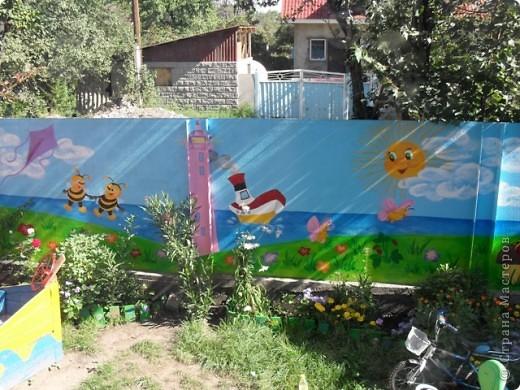 Ну вот, наконец-то у меня появилось время поделиться с вами своими работами. Летом решила крестнику сделать подарок, детская площадка у него уже была, а вот над забором я немного потрудилась...  фото 5