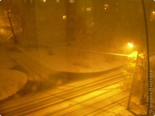 Сегодня у нас  с утра пошёл мелкий осенний дождь. Во второй половине дня дождь усилился, перерос в ливень. К пяти часам небо потемнело. Стало темно , как ночью. И в 8 часов пошел сильный снег!!! фото 1