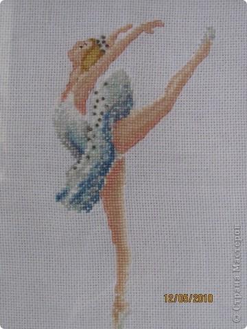 Это моя одна из первых работ. Здесь пачку балерины украшала бисером и тоже это делала впервые.