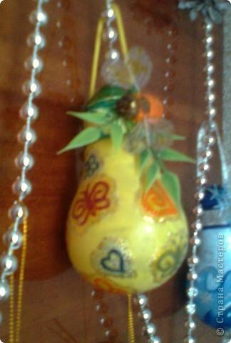 Почему-бы не украсить елочку вот такими симпатичными шариками.  фото 5