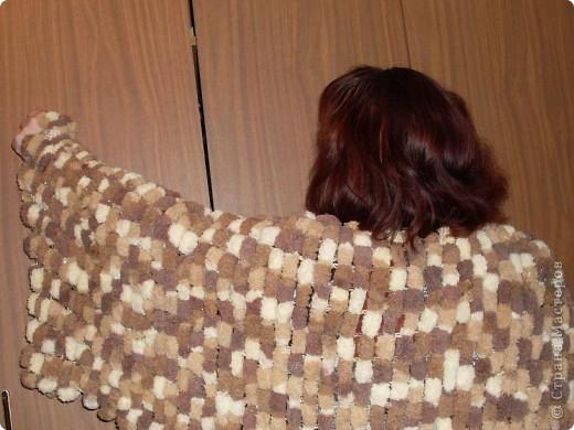 палантин из пряжи с помпонами, вяжется за час, очень теплый. фото 2