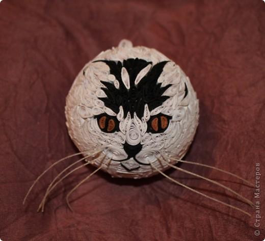 """Елочный шар """"Котик-цветные усики"""" фото 1"""