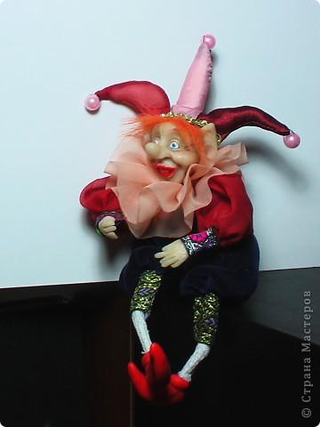 Кукла выполнена из материла Cernit. Высота куклы в сидячем положении 17 см. фото 1