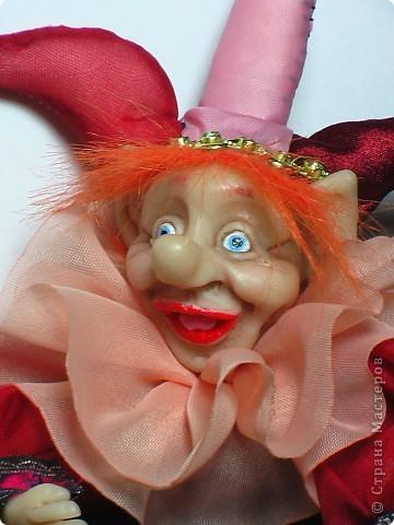 Кукла выполнена из материла Cernit. Высота куклы в сидячем положении 17 см. фото 2