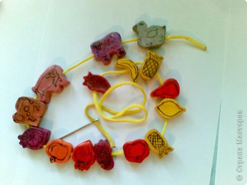 Бусы очень понравились моей 2-х летней дочки, она надевает их на веревочку и говорит, что это провозик! фото 3