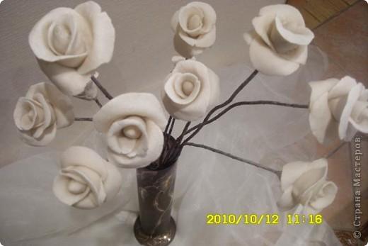 Это белое очарование сделано на юбилей близкой подруги. Раньше лепила и дарила только сладкие розы в корзинках и вот решила сделать букет из соленого теста, чтобы радостный день запомнился надолго фото 2