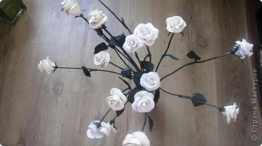 Это белое очарование сделано на юбилей близкой подруги. Раньше лепила и дарила только сладкие розы в корзинках и вот решила сделать букет из соленого теста, чтобы радостный день запомнился надолго фото 4