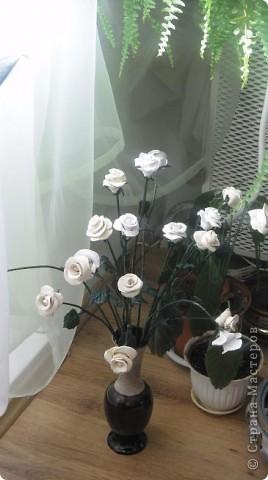 Это белое очарование сделано на юбилей близкой подруги. Раньше лепила и дарила только сладкие розы в корзинках и вот решила сделать букет из соленого теста, чтобы радостный день запомнился надолго фото 6