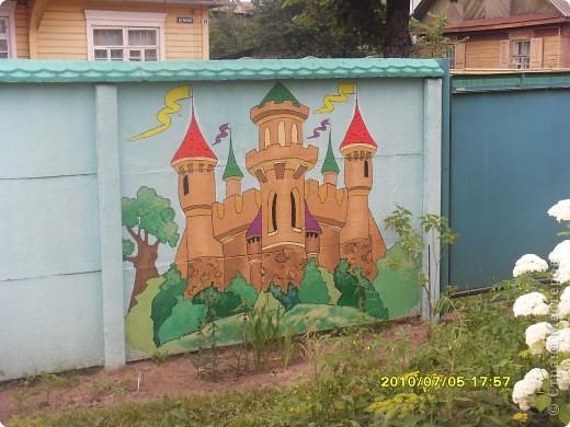 Рисунки на заборе фото 3