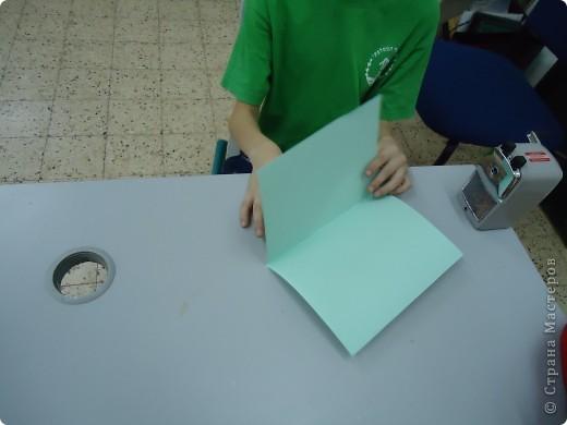 Как и обещала,представляю Вашему вниманию МК по изготовлению бумажного домика. С большим энтузиазмом взялись мне помочь два ученика третьего класса. фото 2