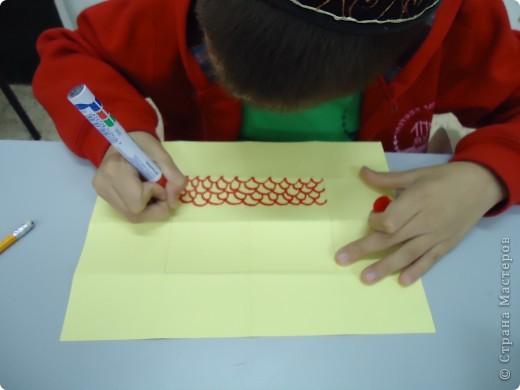 Как и обещала,представляю Вашему вниманию МК по изготовлению бумажного домика. С большим энтузиазмом взялись мне помочь два ученика третьего класса. фото 7