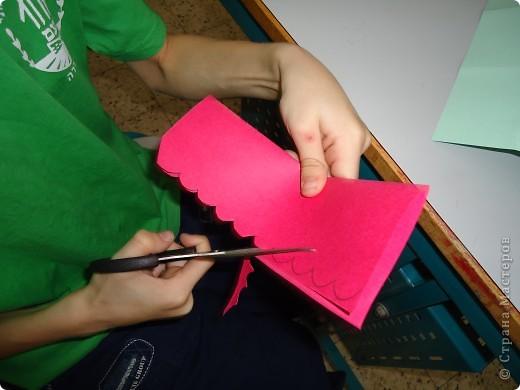 Как и обещала,представляю Вашему вниманию МК по изготовлению бумажного домика. С большим энтузиазмом взялись мне помочь два ученика третьего класса. фото 9