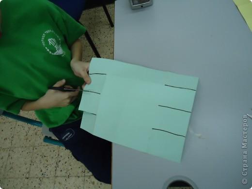 Как и обещала,представляю Вашему вниманию МК по изготовлению бумажного домика. С большим энтузиазмом взялись мне помочь два ученика третьего класса. фото 10