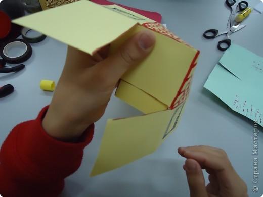 Как и обещала,представляю Вашему вниманию МК по изготовлению бумажного домика. С большим энтузиазмом взялись мне помочь два ученика третьего класса. фото 13