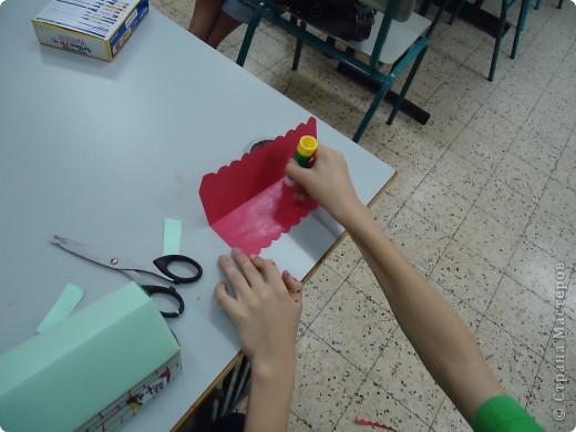 Как и обещала,представляю Вашему вниманию МК по изготовлению бумажного домика. С большим энтузиазмом взялись мне помочь два ученика третьего класса. фото 15