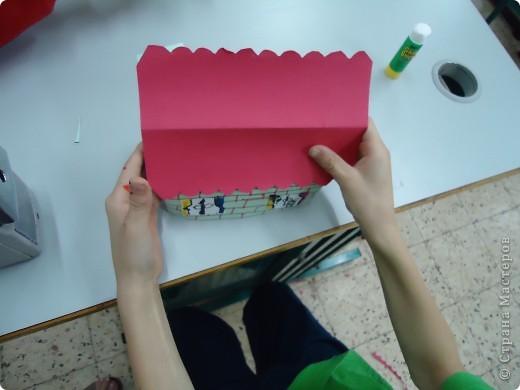 Как и обещала,представляю Вашему вниманию МК по изготовлению бумажного домика. С большим энтузиазмом взялись мне помочь два ученика третьего класса. фото 16