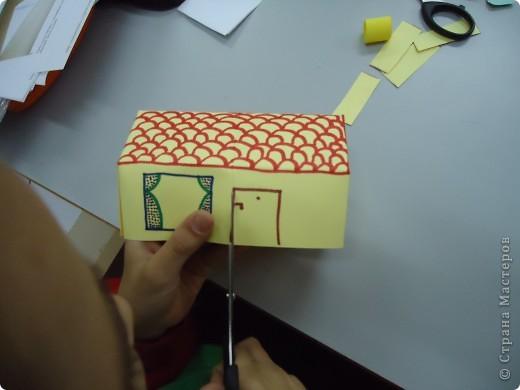 Как и обещала,представляю Вашему вниманию МК по изготовлению бумажного домика. С большим энтузиазмом взялись мне помочь два ученика третьего класса. фото 18