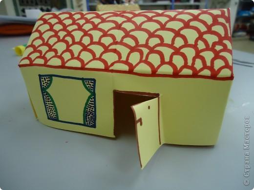 Как и обещала,представляю Вашему вниманию МК по изготовлению бумажного домика. С большим энтузиазмом взялись мне помочь два ученика третьего класса. фото 1