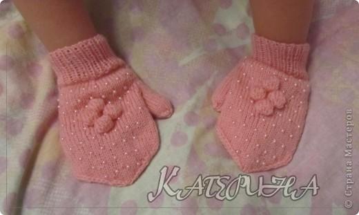 Раз уж в стране эпидемия бисерных беретиков, и меня стороной не обошла, только вот беретик нам не пригодится, а рукавички даже очень пригодятся. фото 1