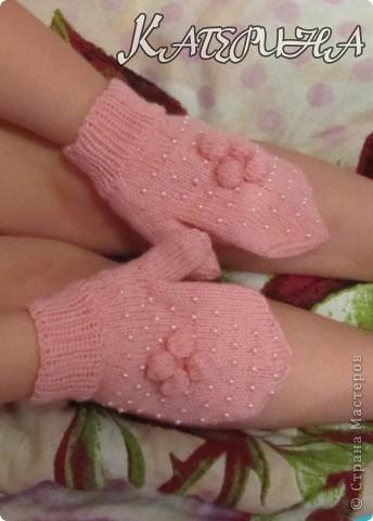 Раз уж в стране эпидемия бисерных беретиков, и меня стороной не обошла, только вот беретик нам не пригодится, а рукавички даже очень пригодятся. фото 2