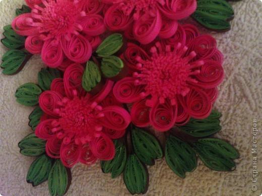 так как моя работа веточка http://stranamasterov.ru/node/87229 была подаренна ещё в августе на 20летие одной знакомой))) решила изменить цветочки и повторить работу для себя (надеюсь эта проживёт у меня дольше)))) фото 5