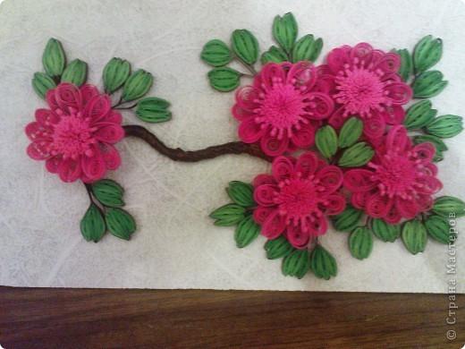 так как моя работа веточка http://stranamasterov.ru/node/87229 была подаренна ещё в августе на 20летие одной знакомой))) решила изменить цветочки и повторить работу для себя (надеюсь эта проживёт у меня дольше)))) фото 6