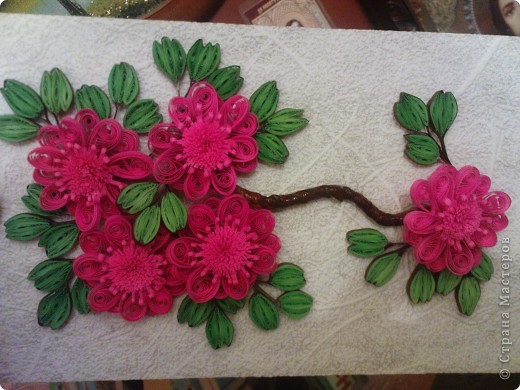 так как моя работа веточка http://stranamasterov.ru/node/87229 была подаренна ещё в августе на 20летие одной знакомой))) решила изменить цветочки и повторить работу для себя (надеюсь эта проживёт у меня дольше)))) фото 3
