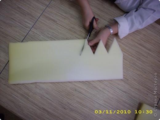 Шапочка: из поролона вырезаем прямоугольник длина которого соответствует размеру головы (54см.), а высота 16-20см. фото 2