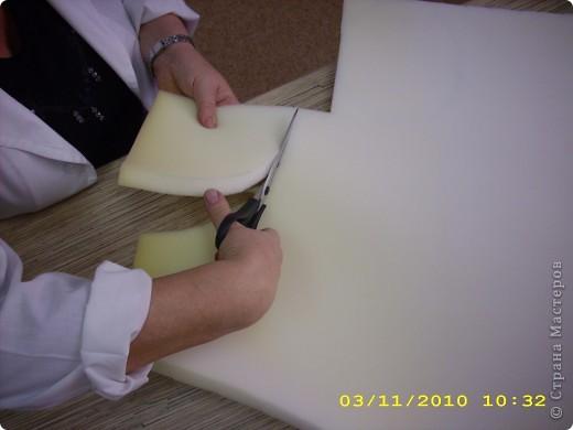 Шапочка: из поролона вырезаем прямоугольник длина которого соответствует размеру головы (54см.), а высота 16-20см. фото 5