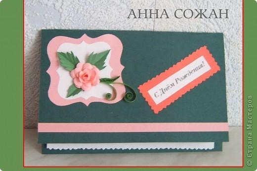 На эти открытки меня вдохновила наша замечательная Олечка Ольшак, http://stranamasterov.ru/user/12816 она же и дала ссылку на  замечательные  розы  от Астории. Спасибо ей огромное. Делаются  очень легко.  http://asti-n.ya.ru/replies.xml?item_no=184 Я правда ещё использовала шаблоны http://asti-n.ya.ru/posts.xml?tag=6855558, они тоже там есть у Астории.  Искала долго большие фигурные дыроколы, но слишком дорогое удовольствие! Так что выход нашёлся!  Скопировала у Астории. В Фотошопе написала разные поздравлялки, сделала наклейки в разном масштабе, и распечатала разного цвета, потом склеила. Получились вот такие медальончики, так я их назвала. Бумагу брала обычную как для принтера ,80 гр. , потому что когда начинаешь склеивать они  становятся  толще.  фото 3