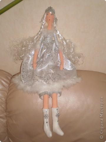К новому году Снегурочки тильды. Рост 65 см. Сапожки, штаны и короны съемные. фото 4