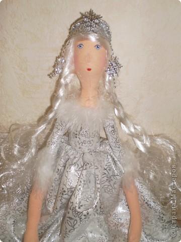 К новому году Снегурочки тильды. Рост 65 см. Сапожки, штаны и короны съемные. фото 5
