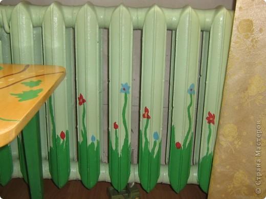 """В прошлом году мы затеяли ремонт в детской комнате. Хотелось всего и сразу. Стены были утеплены пенопластом, под ламинатом положили """"теплый пол"""". Дизайн получился авторский - рождался по месту. фото 8"""