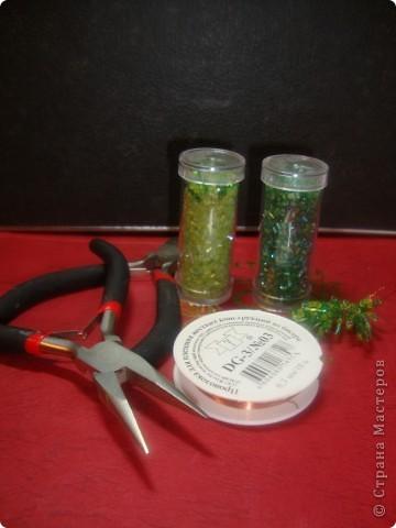 Хочу предложить вашему вниманию мастер-класс по изготовлению ёлочки из бисера в игольчатой технике.  фото 2