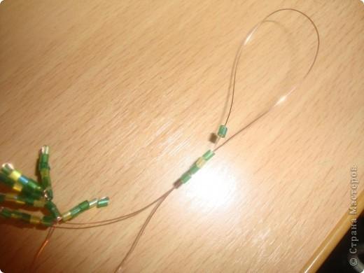 Хочу предложить вашему вниманию мастер-класс по изготовлению ёлочки из бисера в игольчатой технике.  фото 4