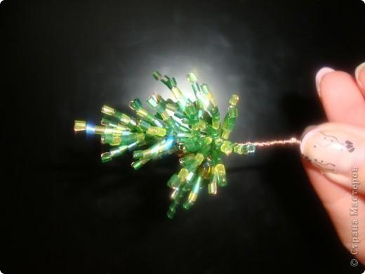 Хочу предложить вашему вниманию мастер-класс по изготовлению ёлочки из бисера в игольчатой технике.  фото 5