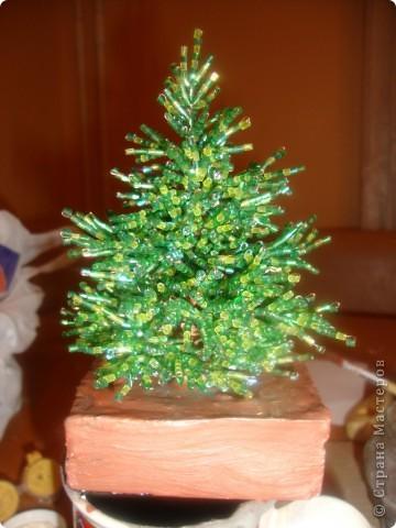"""""""Елка из бисера """" мастер класс позволяет сделать по-настоящему магическое, сказочное дерево."""