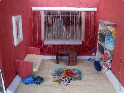 """В детском саду дали задание сделать поделку на тему... """"Последствия пожара.""""Сделали мы с ребёнком вот такую комнату."""