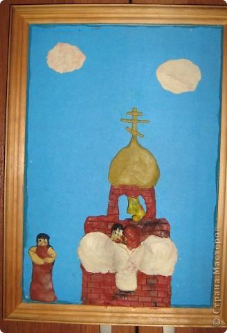 Мой средний сын (Женя) ходит в воскресную школу, на уроке им рассказывали о Серафиме Саровском и попросили сделать рисунок или вылепить из пластилина фрагмент из рассказа фото 1