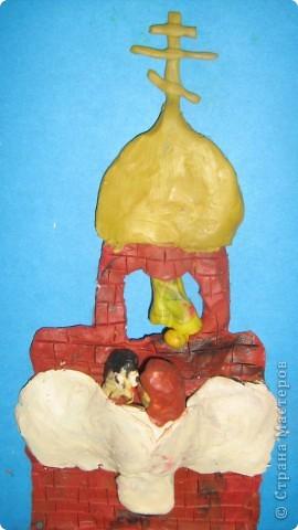 Мой средний сын (Женя) ходит в воскресную школу, на уроке им рассказывали о Серафиме Саровском и попросили сделать рисунок или вылепить из пластилина фрагмент из рассказа фото 2