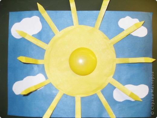 Работа Фадеевой Елизаветы. В основе воздушный шарик, солнечная корона из картона. фото 7