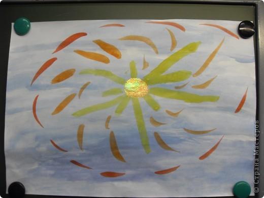 Работа Фадеевой Елизаветы. В основе воздушный шарик, солнечная корона из картона. фото 9