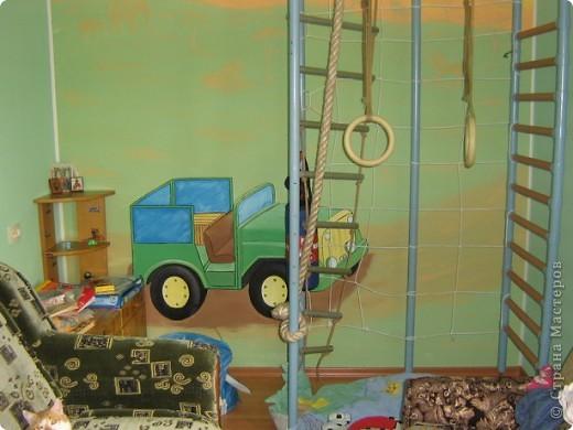 """В прошлом году мы затеяли ремонт в детской комнате. Хотелось всего и сразу. Стены были утеплены пенопластом, под ламинатом положили """"теплый пол"""". Дизайн получился авторский - рождался по месту. фото 1"""