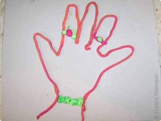 Сегодня хочу показать вам как мы Творим вместе. МК был сделан ещё летом а все времени небыло его выложить, да и после чистки капьютера вообще половину фоток не наити.   Детки у меня очень любят лепить из пластелина. И вот на этот раз мы делали свои руки, ноги и их yкрашали а так же дочка сделал летний пейзаж.  фото 8