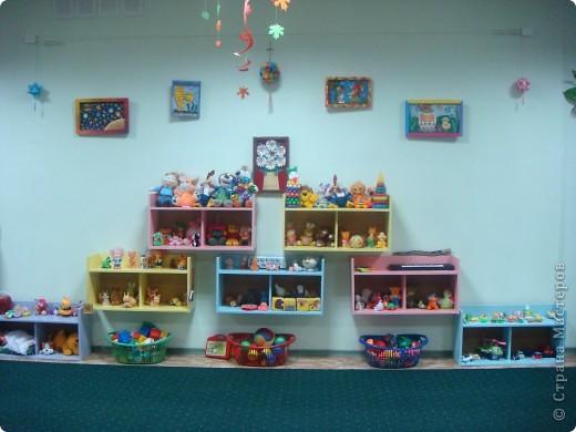 Две недели как начал работать наш детский сад и моя группа. Месяц назад получили в наследство пустые стены, отсутствие мебели и старые-старые книжные полки. Теперь наведен порядок и создан какой-никакой уют. фото 1