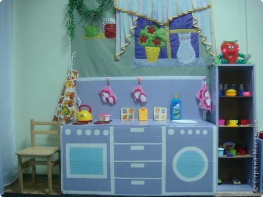 Две недели как начал работать наш детский сад и моя группа. Месяц назад получили в наследство пустые стены, отсутствие мебели и старые-старые книжные полки. Теперь наведен порядок и создан какой-никакой уют. фото 2
